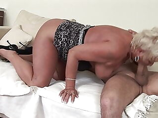 unbelievable how old women can still be so horny amateur blonde blowjob