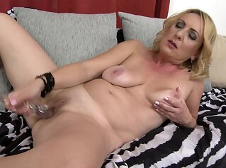 Lindsey 43 - Naughty Housewife Lindsey Fingering Hersel big tits blonde fingering