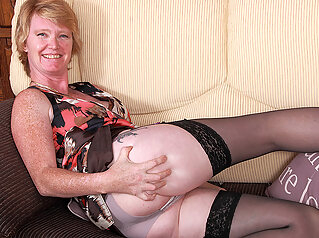 Naughty British Housewife Playing With Her Wet Pussy - MatureNL big ass big tits dutch