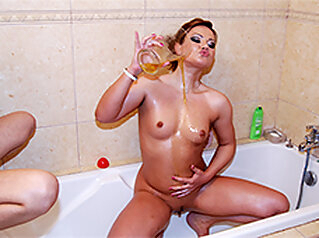 Leanna Sweet in Squirting Czech Milf pissing - pornxn.com pornxn.com