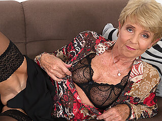 Horny Granny Playing With Her Wet Pussy - MatureNL maturenl