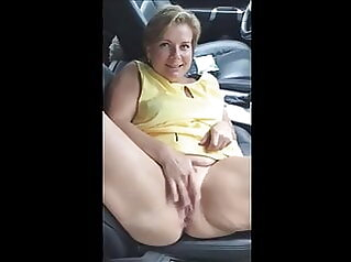Chubby milf fingering and getting fucked with a BWC peeing. amateur fingering milf